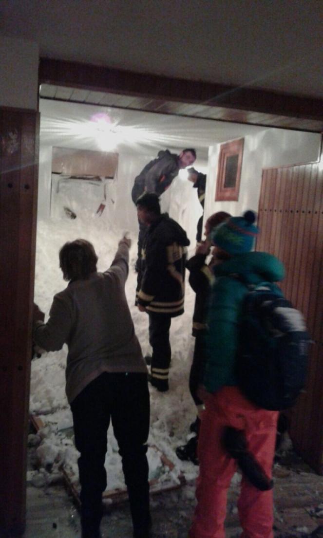 La valanga di Sestriere invade i corridoi (Fonte immagine: valsusaoggi.it)