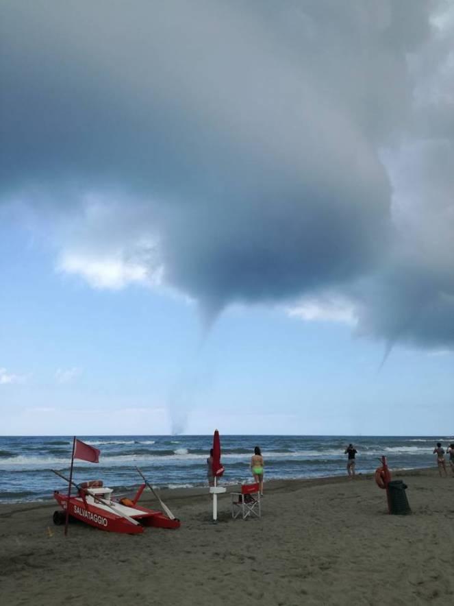 Le due trombe marine fotografate da Fabio Angelini