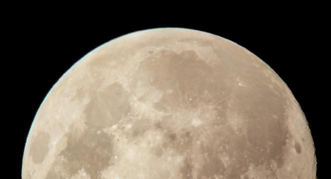 Le irregolarità dell'orbita lunare determinano dei cicli mareali