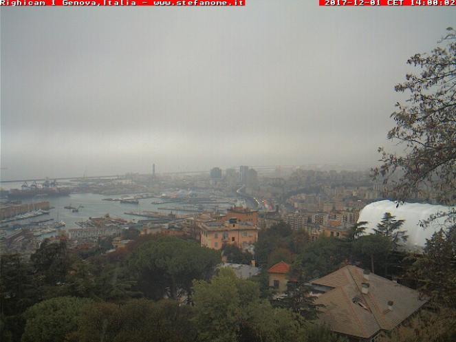 Maltempo a Genova con pioggia mista a neve in alcune aree, specie a Ovest della città