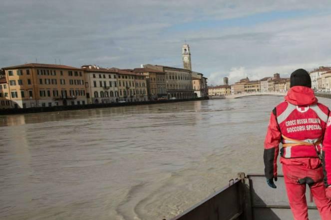 Maltempo, in Toscana molti fiumi minacciano di esondare. Arno sorvegliato speciale