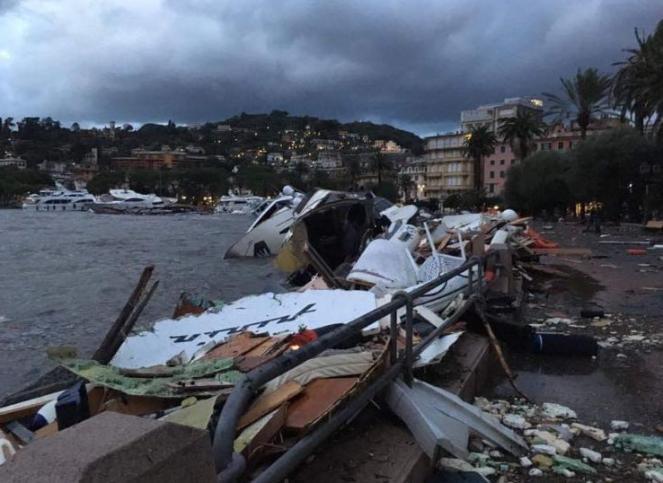 Mareggiata Rapallo, lungomare distrutto