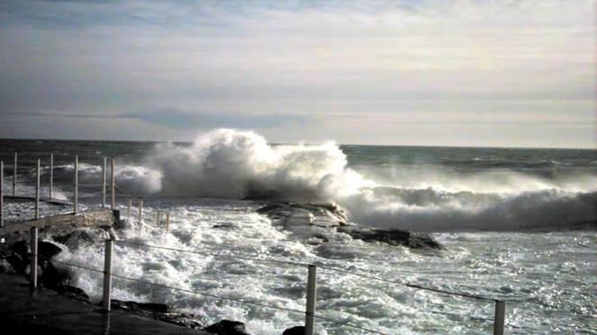 Meteo attenzione ai venti forti e i mari in burrasca lunedì