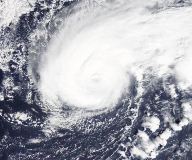 Meteo uragano Humberto sfiora le Bermuda con venti oltre 200km/h