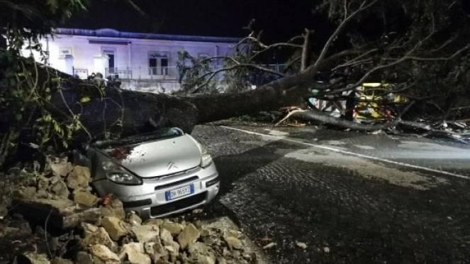 Molti danni per i forti venti in Lazio e Campania, Foto di Riccardo Siano
