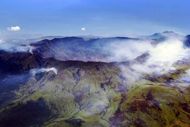 Monte Tambora, la Caldera attuale, centenario della storica eruzione