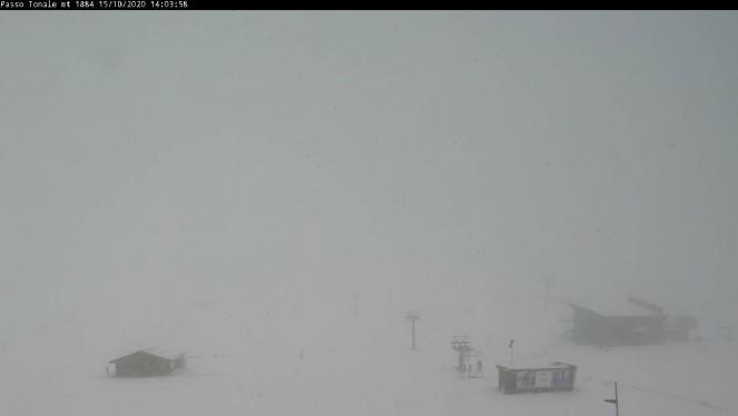 Neve e nubi basse sul Passo del Tonale