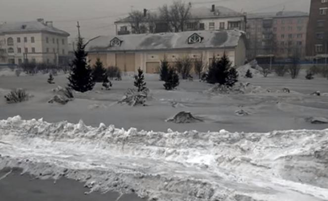 Neve nera in Siberia, indice di un estremo inquinamento dell'aria