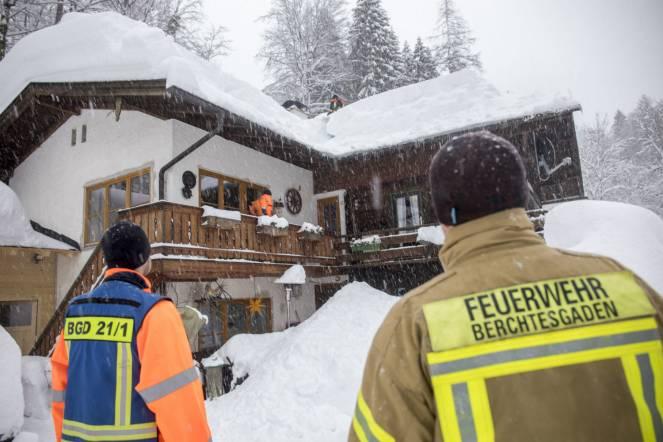 Neve senza sosta tra Germania meridionale e Austria, migliaia di persone bloccate, valanghe e vittime (fonte foto DPA)
