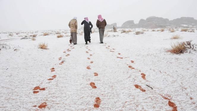 Neve sul deserto dell'Arabia Saudita
