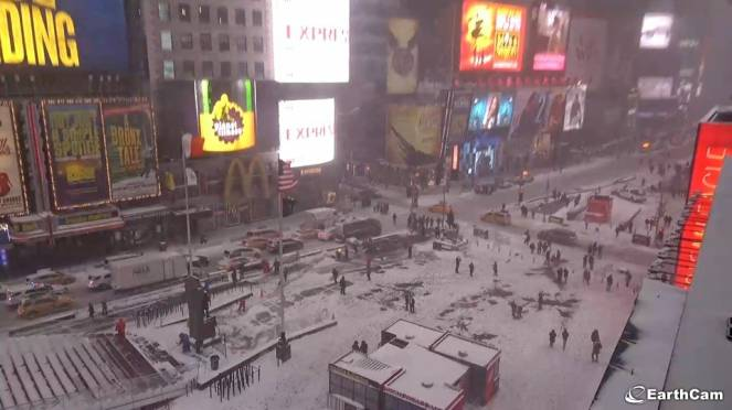 Nevica a New York, qui siamo a Time Square