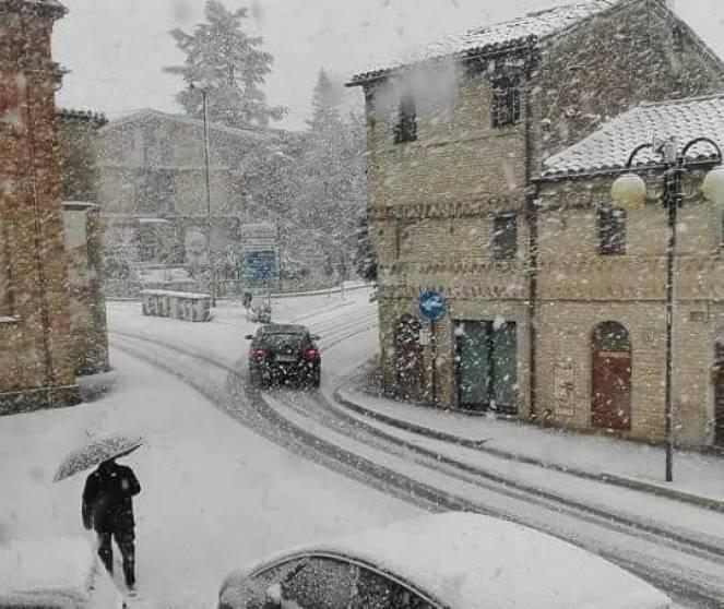 Meteo, torna la neve nelle regioni del centrosud. Temperature in forte calo