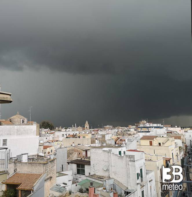 Nubi minacciose verso le 16 a Gioia del Colle (BA)