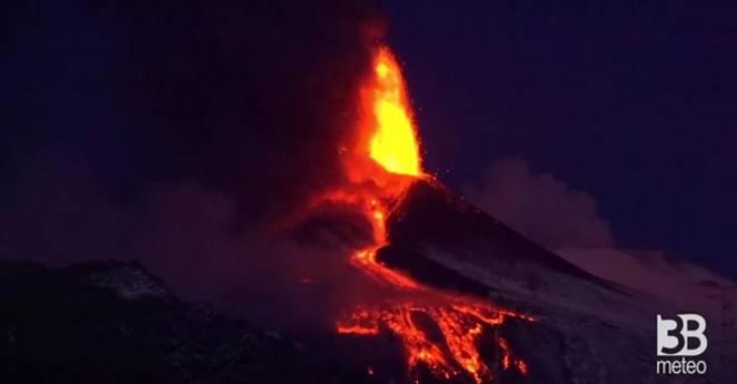 Nuova spettacolare eruzione dell'Etna