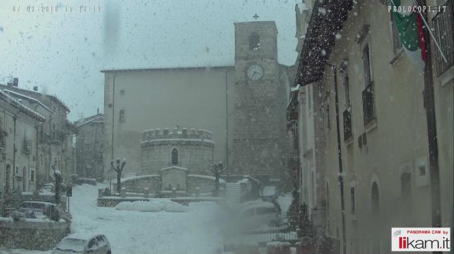 Opi, in Abruzzo sotto una fitta nevicata. Prolocopi.it