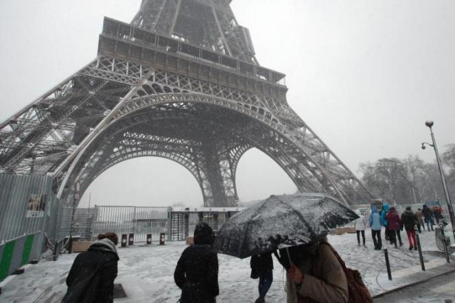 Parigi sotto la neve con una temperature di -2°