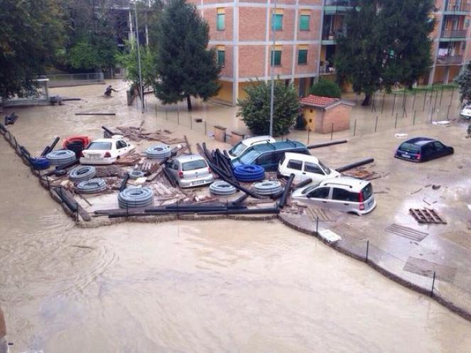 Parma come Genova: auto trasportate dalla corrente del Baganza