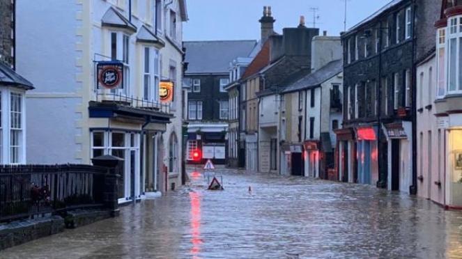Piogge alluvionali nel Galles
