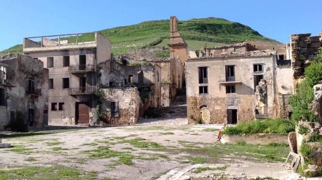 Poggioreale, uno dei comuni completamente distrutti dal terremoto e restato abbandonato fino ad oggi