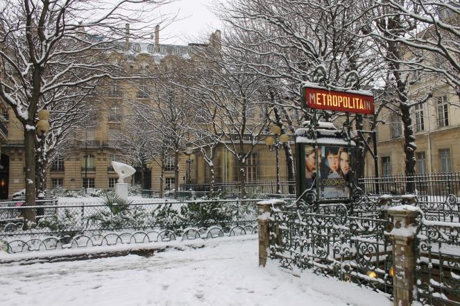Prima nevicata della stagione invernale a Parigi