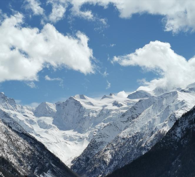 Prime schiarite in Valle d'Aosta, dopo il carico di neve del mattino - Cogne