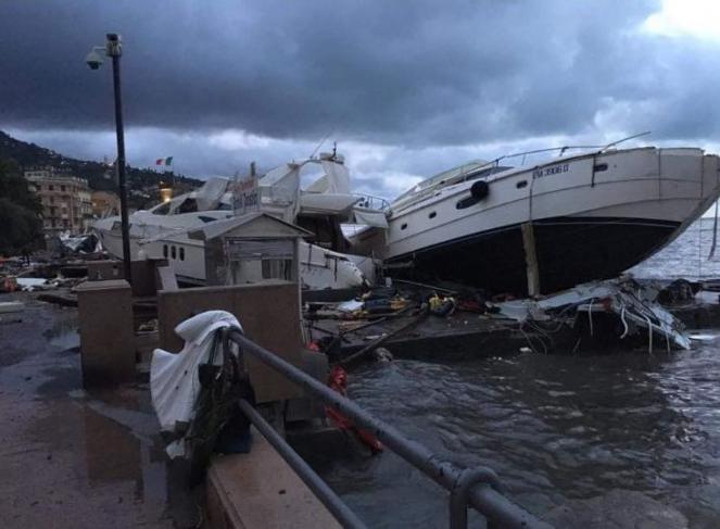 Rapallo, barche stravolte dalla furia del mare