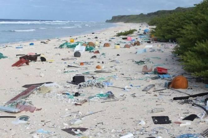 Rifiuti plastici sull'Isola di Hendersen