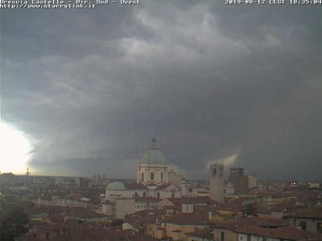 Scatto webcam da Brescia, prima del passaggio della supercella