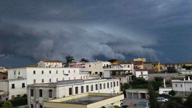 Shelf Cloud a Montalto di Castro - foto di Alessio Litardi