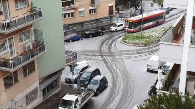 Tempesta di grandine su Roma questo pomeriggio (fonte roma.repubblica.it)