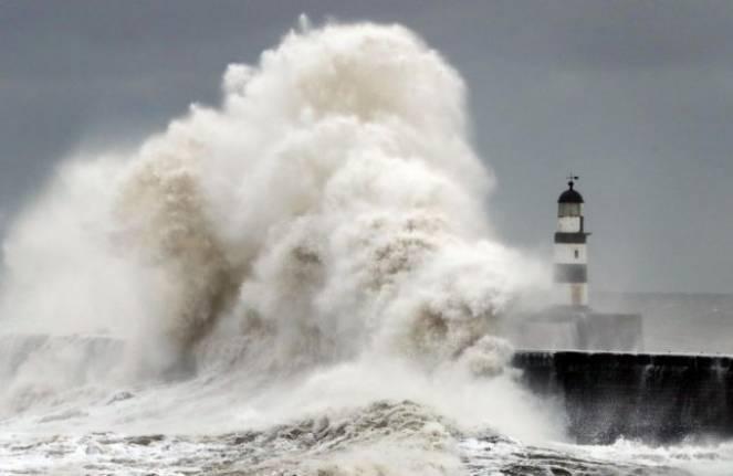Maltempo in Europa: il forte vento fa diverse vittime