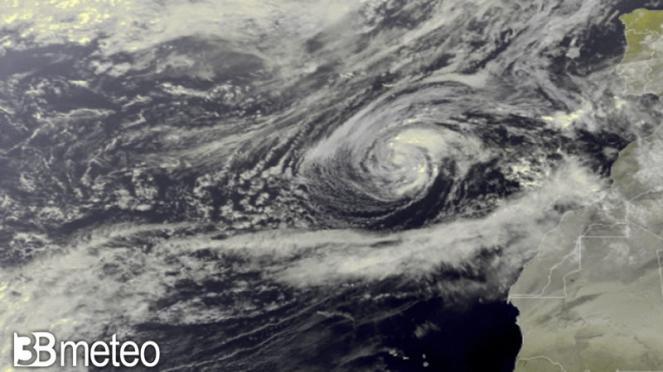 tempesta tropicale Theta
