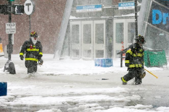 Tempeste di neve negli USA orientali: Boston tra blizzard e inondazioni