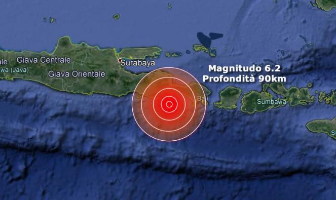 Terremoto Indonesia, forte scossa vicino l'isola di Bali, paura tra i turisti
