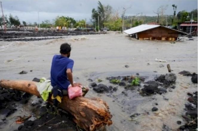 Tifone Goni lascia le Filippine, 10 morti e danni gravissimi