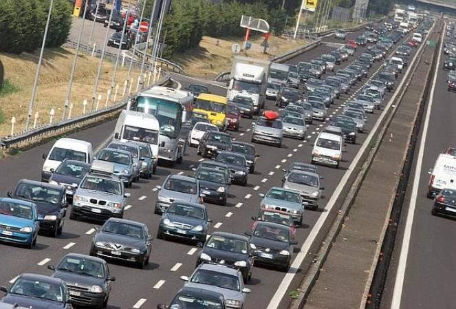 traffico sostenuto e code sull 39 autostrada a14 tra bologna