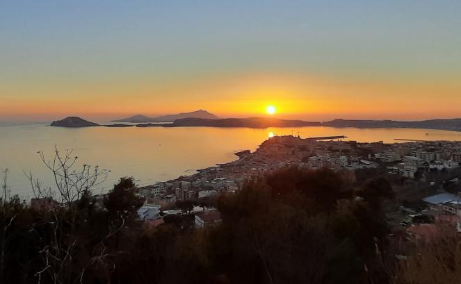 Tramonto di domenica 21 febbraio sul golfo di Pozzuoli (Napoli)