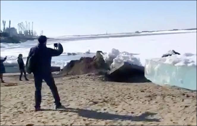 Tsunami di ghiaccio sulle sponde del fiume Amur