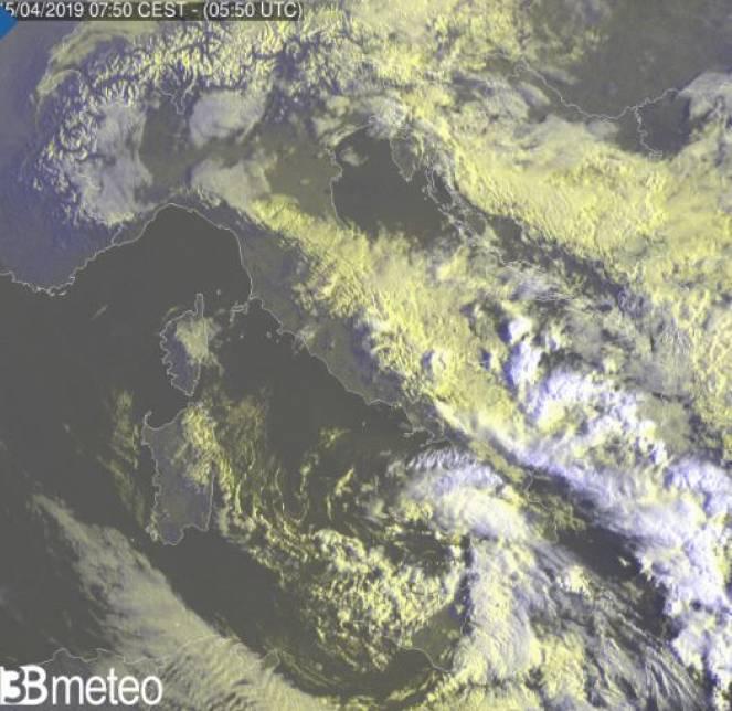Ultima immagine dal Sat, ancora molto instabile al Sud e medio Adriatico