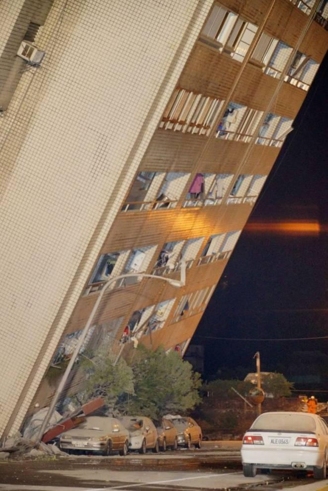 Un intero condominio di 12 piani con 145 persone