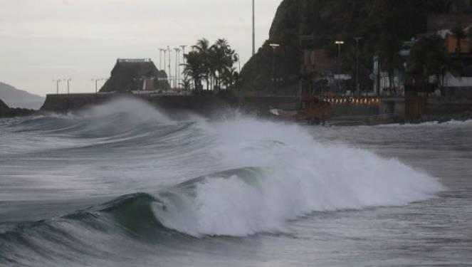 Uragano Willa verso le coste del Messico