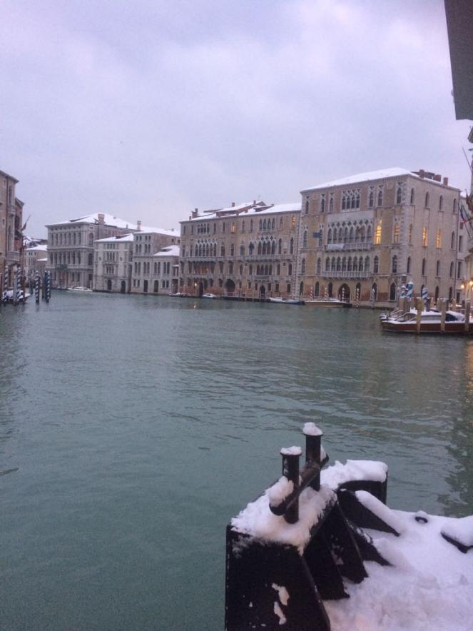 Venezia sotto la neve questa mattina