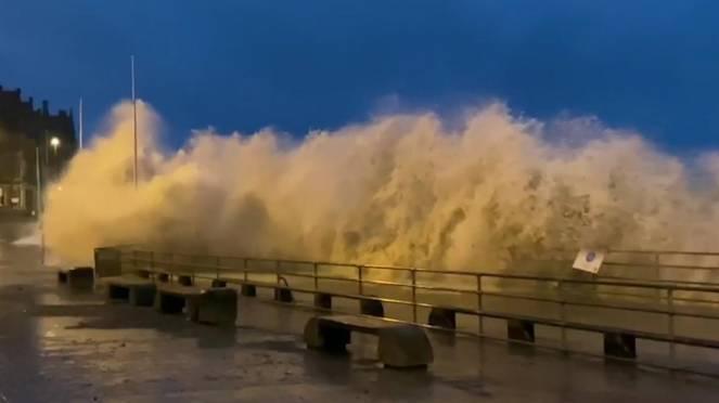 Venti tempestosi e mareggiate sulle Isole Britanniche nel fine settimana.