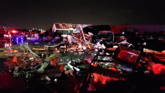 Usa: tornado distrugge hotel in Oklahoma: