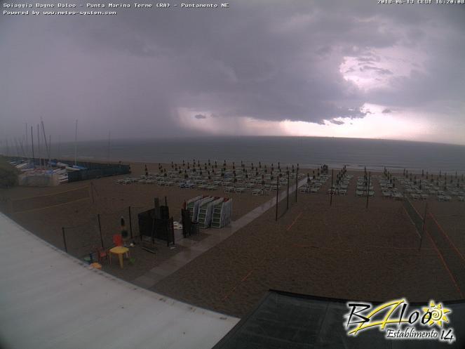 Webcam di Punta Marina (RA) dove si scorge il forte temporale in atto.