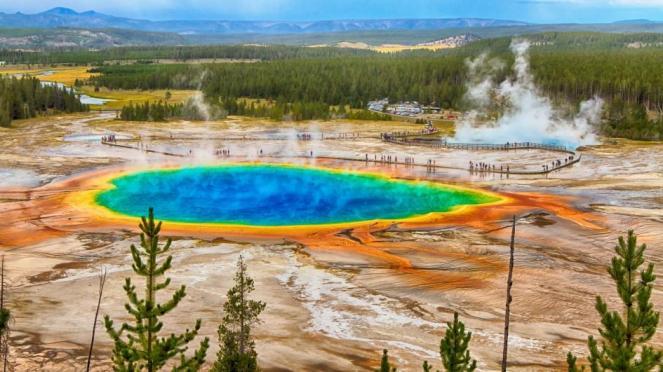 Yellowstone (USA) attualmente assieme ai Campi Flegrei sorvegliato speciale