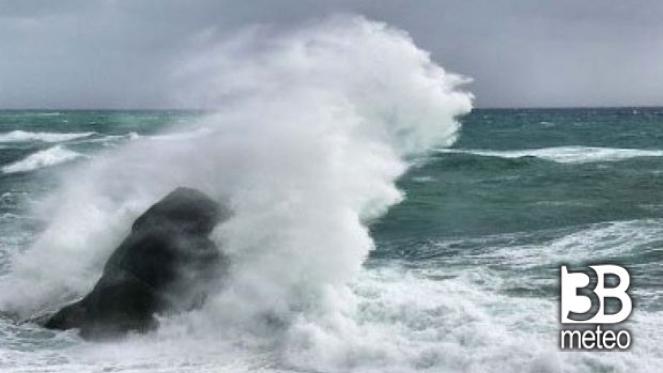 CRONACA METEO DIRETTA - Il LANDFALL dell URAGANO sulle isole ioniche della GRECIA - VIDEO