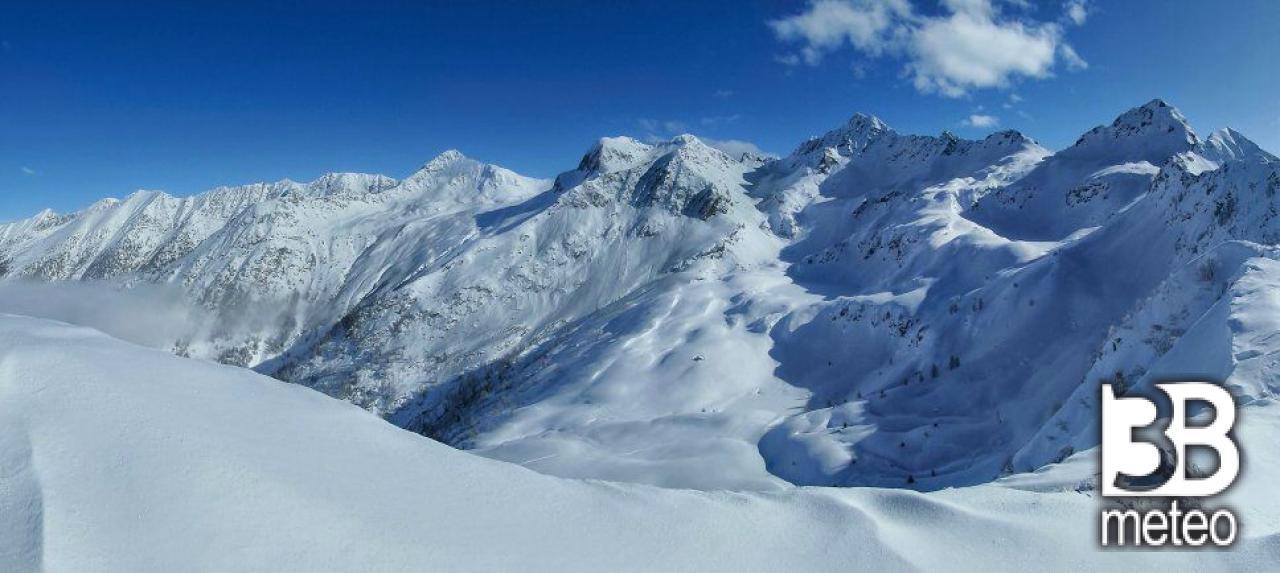 Montagne innevate di tartano foto gallery 3b meteo for Sfondi desktop inverno montagna