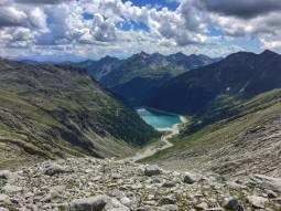 Vista sul lago di neves trentino alto adige