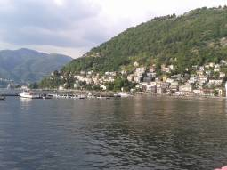 lago di como in un estate piovosa